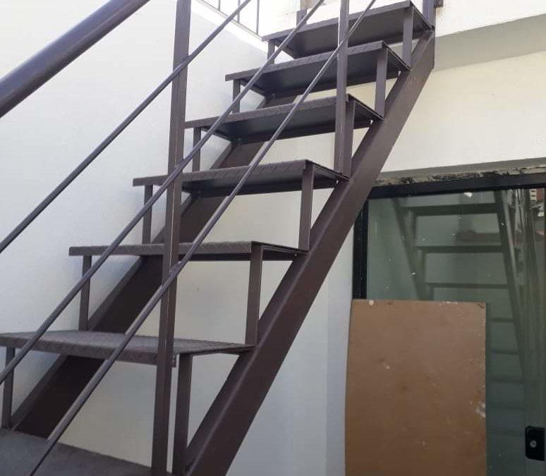 Escada chapa metálica